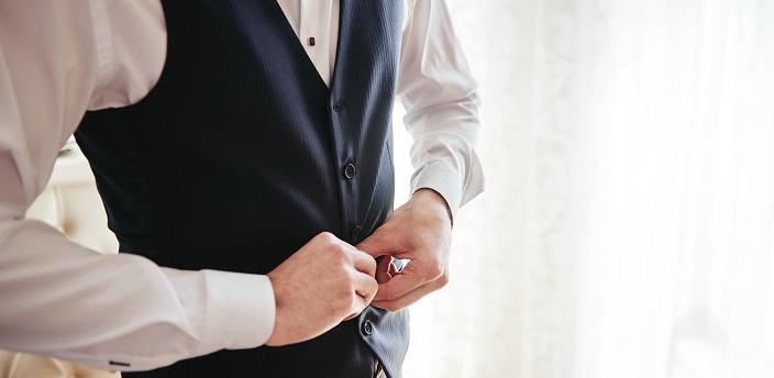 就活でベストを着るのはNG?スーツの種類と好印象を与える服装を解説の画像