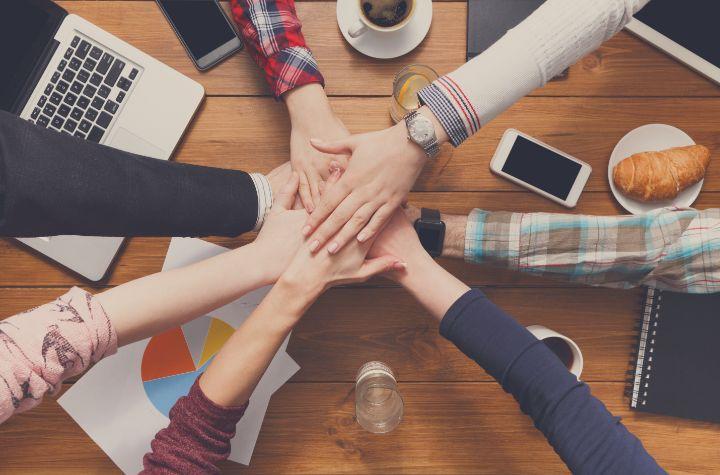 チームワーク力を自己PRで効果的に伝える方法とは?例文付きで紹介!